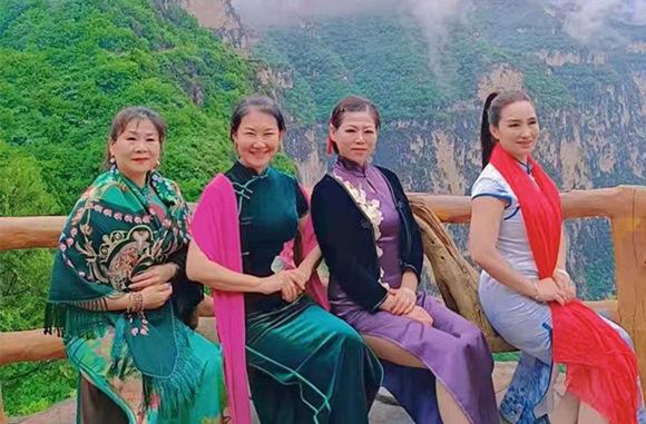 临沂玉墨轩旗袍会组织会员赴太行山开启红色之旅