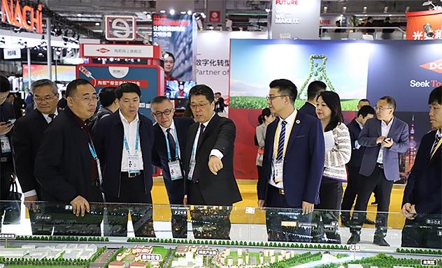 王玉君参观第二届中国国际进口博览会